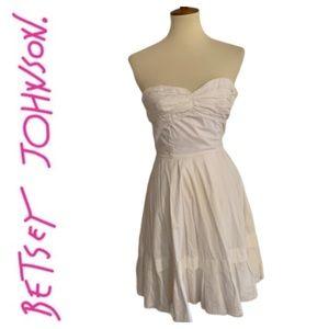 Betsey Johnson White Fit & Flare Eyelet Dress Sz 2